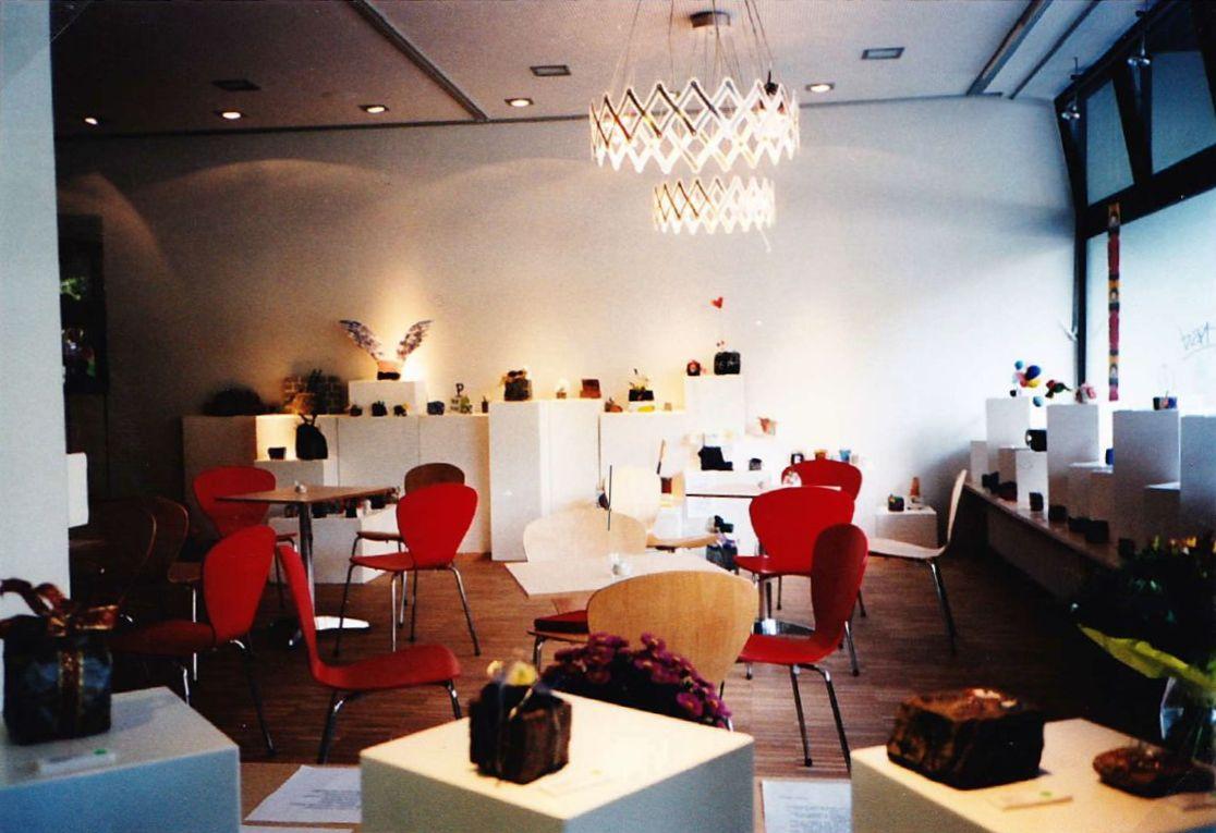 Der Innenraum am Eröffnungstag; 7. Oktober 2003.